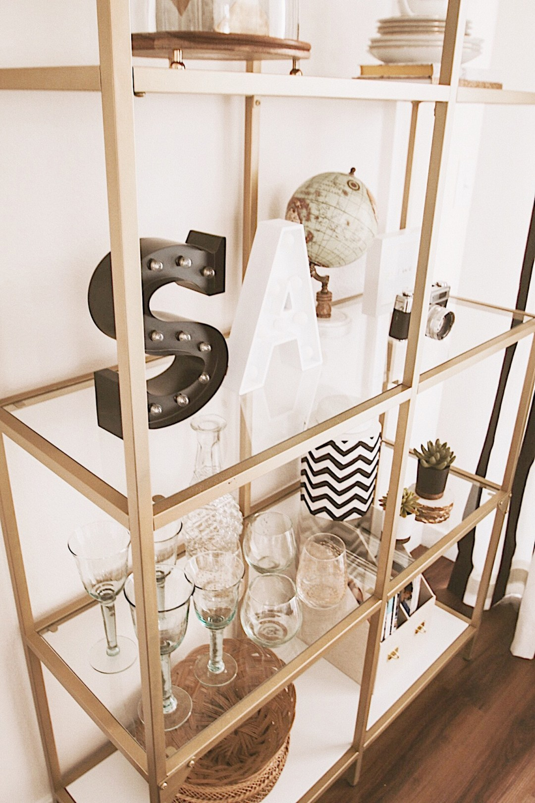 Alena Gidenko of modaprints.com shares her home decor and how she decorates a small apartment