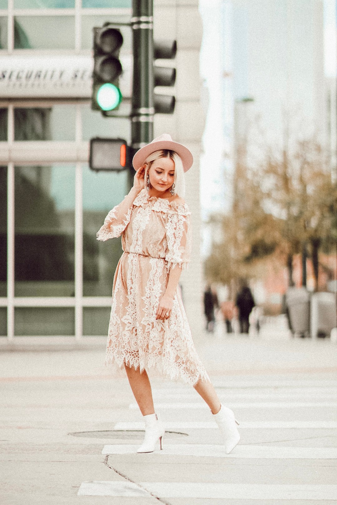 Alena Gidenko of modaprints.com shares her favorite lace dress for Fall and how she dressed it down