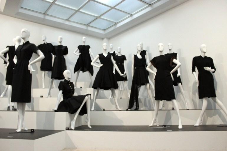 Modarium beeld van kleine zwarte jurkjes van Chanel