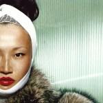 Fotografie door Eric Maillet voor 2007 february Vogue China advanced beauty pag 188 uitgelicht fashion model met verband om hoofd