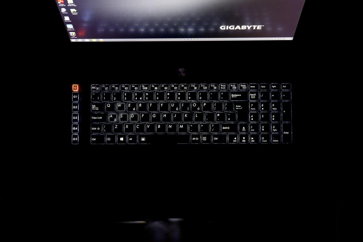 Gigabyte P37X