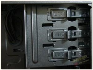 tooless optical drive locking mechanism