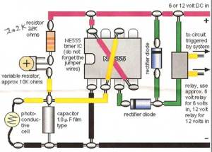 Model train detector circuit using a photocell