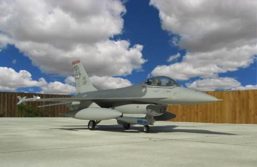 F-16Cpod 1