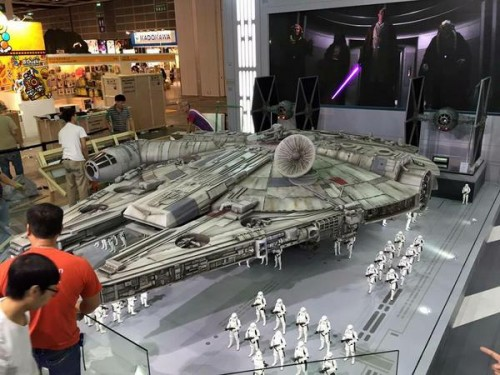 Hot-Toys-Millennium-Falcon-Full-Preview-3