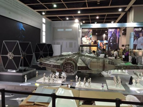 Hot-Toys-Millennium-Falcon-Full-Preview-6