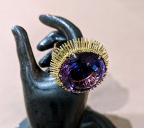 Vintage ring: 18K yellow gold setting with 22 carat round amethyst, C. 1970. 1450.-
