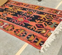 Kilim rug. Age/origin not known. 750.-