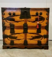 **ITEM NOW SOLD**Antique Korean Blanket Chest. Original retail price: $3116. Modele's price: 1150.-