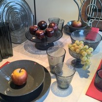 Teema dinner plate and pasta bowl in dotted grey and assorted Kastehelmi pieces in grey.