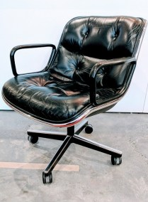 **ITEM NOW SOLD**Knoll 'Pollack' chair. Discontinued version. 4 prong base. Fixed height. Swivels and rocks. Retail Price of current configuration: $2372.- Modele's Price: 295.-