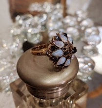 Ring. 18k yellow gold. Princess Style. Opal and sapphire. C.1940 595.-