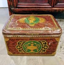 Vintage metal box. 35.-