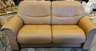"""Ekornes 'Liberty' Stressless loveseat. 5 year old, very light use. Leather: Paloma Taupe. 70""""l x 33""""d x 34""""h. Original List: $3,899. Modele's Price: 1950.-"""