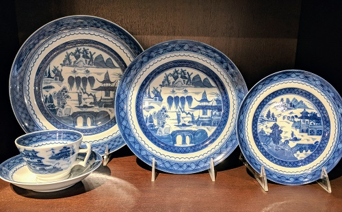 Mottahedeh 'Blue Canton' dinnerware. Never used. 6: dinner plates, 9: salad plates, 7: bread & butter plates, 7: cups/saucers. Current List: $1.590.00 Modele's Price: 695.- set