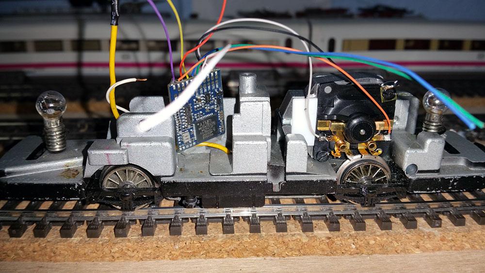 Umbau des Märklin Schienenbusses mit Märklin Hochleistungsantrieb und ESU Lokpilot 4 DCC