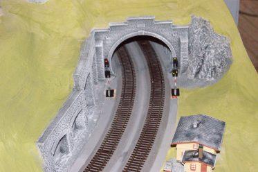 Tunneleinfahrt neuer Hauptbahnstrecke