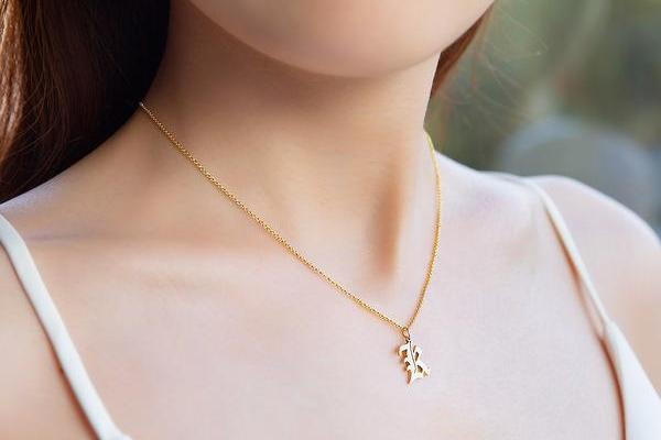 Custom-18k-Gold-Plated-Silver-Old-English-Initial-Necklace-K-G1