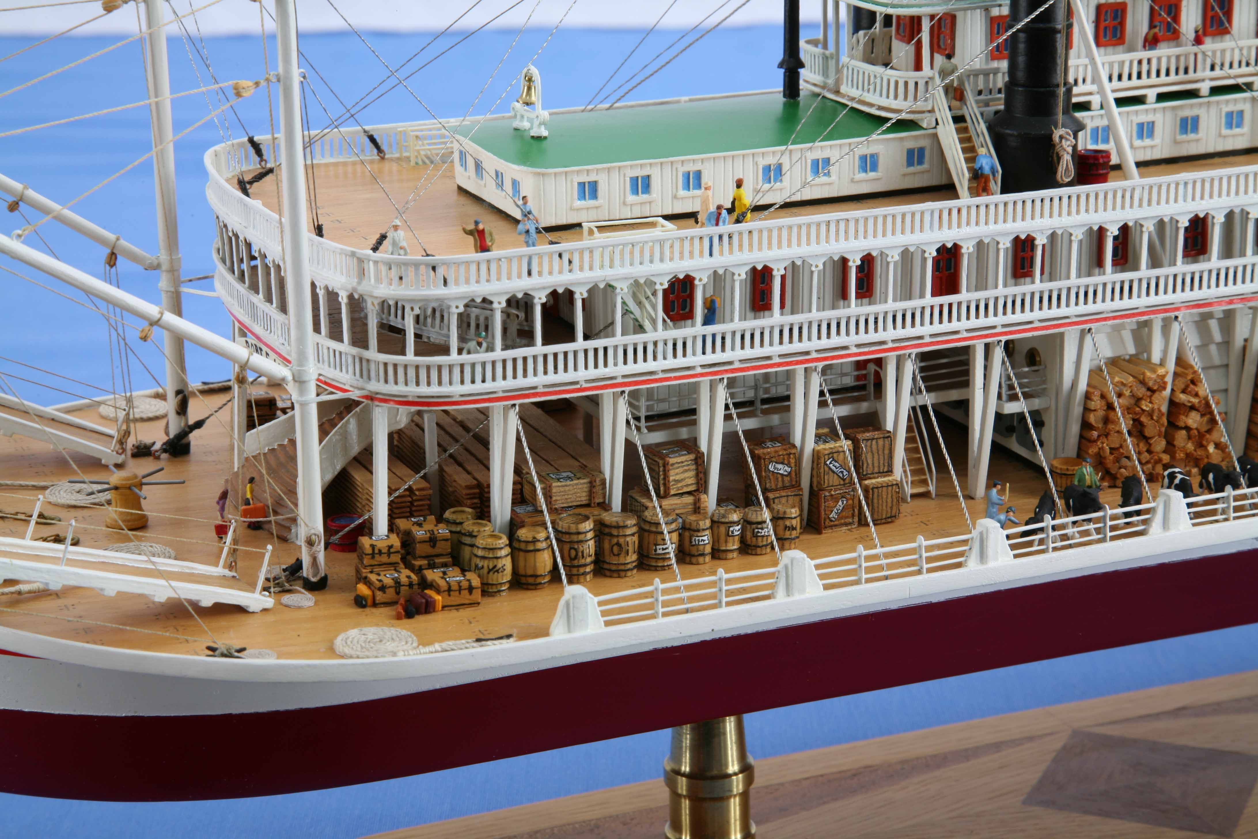 Closeup photos of ship model Mississippi steamboat ROBERT E LEE of 1866