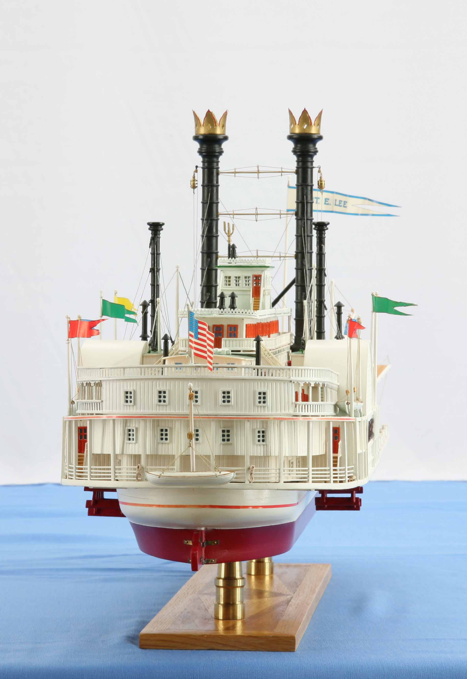 Photos of ship model Mississippi steamboat ROBERT E. LEE