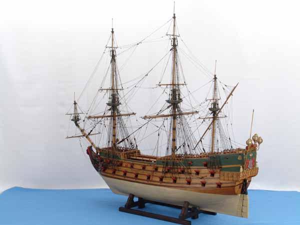 Photos of ship model Wappen von Hamburg of 1669