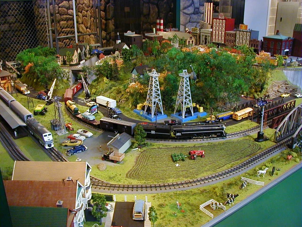 Donalds Wonderful 12 x 13 O Scale Model Train Photo Gallery