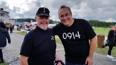 En av underhållarna Robert Lindberg (höger) från bandet 0914.