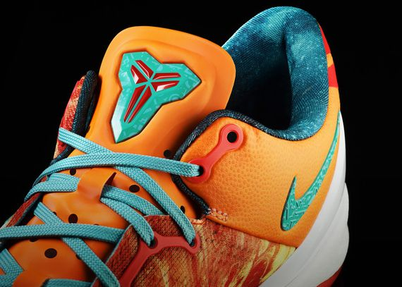 13-100_Nike_Allstar_bskbal_Kobe_8M_large