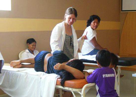 Acupuncture-Volunteering-Salvacion-Peru-Clinic-3