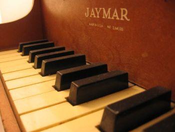 Toy_piano_keyboard