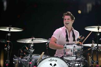 Alex Noyes : Modern Drummer