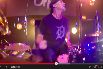 "VIDEO - Chad Smith's Bombastic Meatbats With Steve Lukather Play ""We All Swing the Tuna"" at Guitar Center's 2014 Drum-Off Finals"