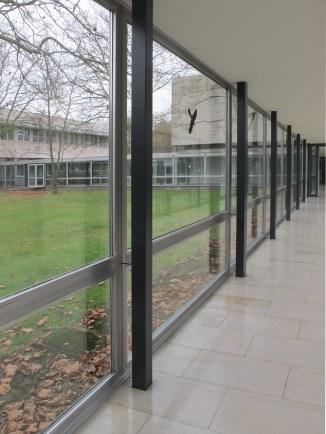 """Dieburg, FH, Lehrgebäude, """"Glasgang"""" (Bild: K. Berkemann, 2016/17)"""