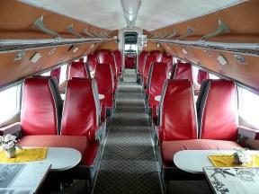 In den 1960ern ging die DDR in die Luft. Mit sozialistischen Flugzeugsitzen, die sich Tisch und Sitzkissen teilen (Bild: Norbert Kaiser, CC BY SA 2.5)