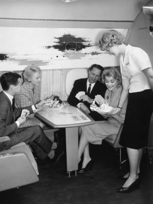 Doch der Klassenfeind zog nach: American Airlines überzeugte 1966 mit Bordrestaurant … (Bild: PD)