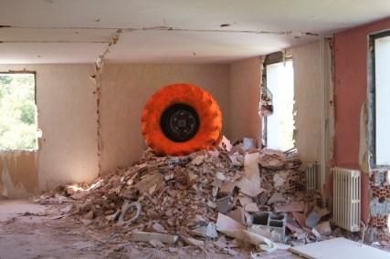 """""""Crash Box # 01"""", Anne-Valérie Gasc, 2012. Im Rahmen der Ausstellung """"Gesellschaft zur Wertschätzung des Brutalismus / The Brutalism Appreciation Society"""" vom 08.04. - 24.09.2017 im HMKV im Dortmunder U © Anne-Valérie Gasc"""