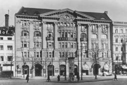 Berlin, Hotel Excelsior (1908, Huge Rehnig) (Bild: Bundesarchiv Bild Bild_146-1998-020-07A, Foto: Herbert Hoffmann, 1924, CC BY SA 3.0)