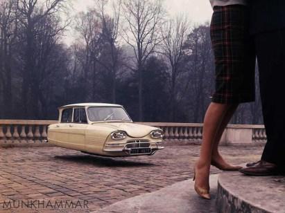 """Jacob Munkhammar: """"Flying Citroën Ami"""" (Bild: Jacob Munkhammar)"""