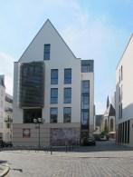 ABRISS FÜR NEUBAU: Frankfurt am Main-Innenstadt, Haus Leonhard (Caritas) am Standort des alten Haus Leonhard mit Kapelle (1952, Abriss 2009)