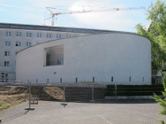 ABRISS FÜR NEUBAU: Frankfurt am Main-Sachsenhausen, Philosophisch-Theologische Hochschule Sankt Georgen, Seminarkirche als Ersatzbau für die Alumnatskapelle (1953, Abriss 1989) an leicht verschobenem Standort auf dem Hochschulgelände
