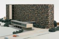 Die – inzwischen fast vollständig abgerissene – Frankfurter Oberfinanzdirektion (1955, Hans Köhler) im Modell (1952/53, 1960) aus dem Archiv des Deutschen Architekturmuseums (DAM) Frankfurt (Foto: Hagen Stier)