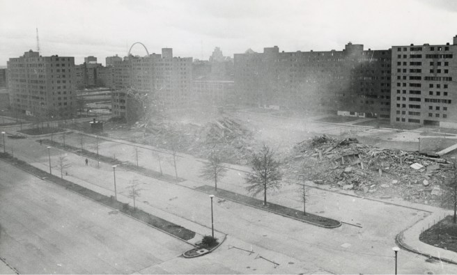 St. Louis/Missouri, Abriss von Pruitt-Igoe, 1966 (Bild: U.S. Department of Housing and Urban Development Office of Policy Development and Research, PD)