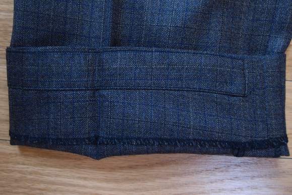 Black-lapel-suit-review-heel-guard