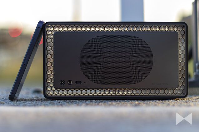BowersWilkins_04Bowers & Wilkins Bluetooth Speaker Design Back