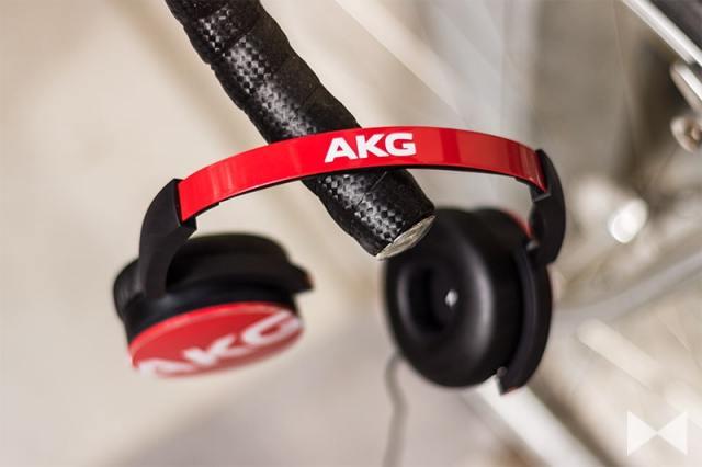 AKG-Y50 geschlossener Kopfhörer