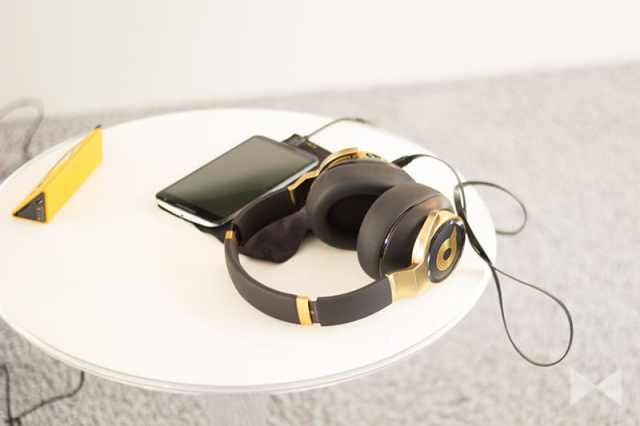 AKG-N90 Noise-Cancelling-Kopfhörer