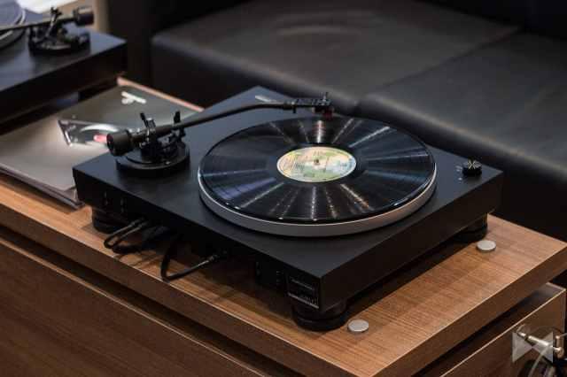 Rückansicht des Audio-Technica-AT-LP5 USB-Plattenspieler von der IFA 2015