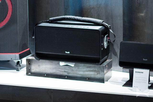 Teufel-Boomster-XL – Der BOOMSTER XL macht da weiter, wo der BOOMSTER aufhört: Partytaugliches 3-Wege-Soundsystem mit 80 Watt Gesamtleistung im hochwertigen Aluminiumgehäuse.