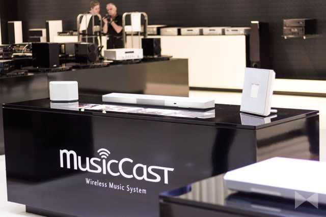 Yamaha-MusicCast-Trio mit Wirless-Lautsprechern Yamaha WX-030 und Yamaha Restio ISX-80