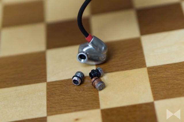 Der In-Ear-Kopfhörer bringt drei austauschbare Klang-Tuning-Filter mit für Referenz, Bass und Höhen